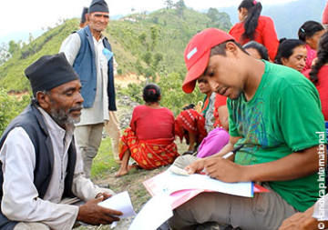 Nepal: die betroffene Bevölkerung entscheidet über ihre Zukunft
